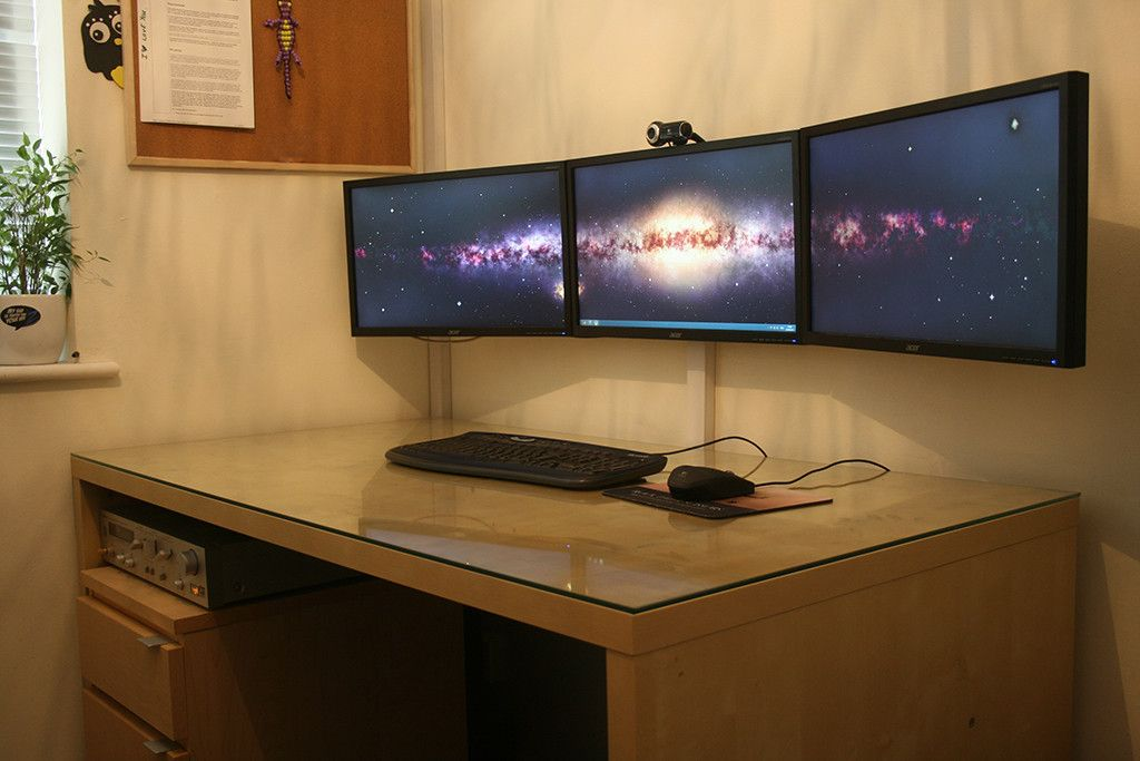 Super clean! Love the wall mounted triple monitors