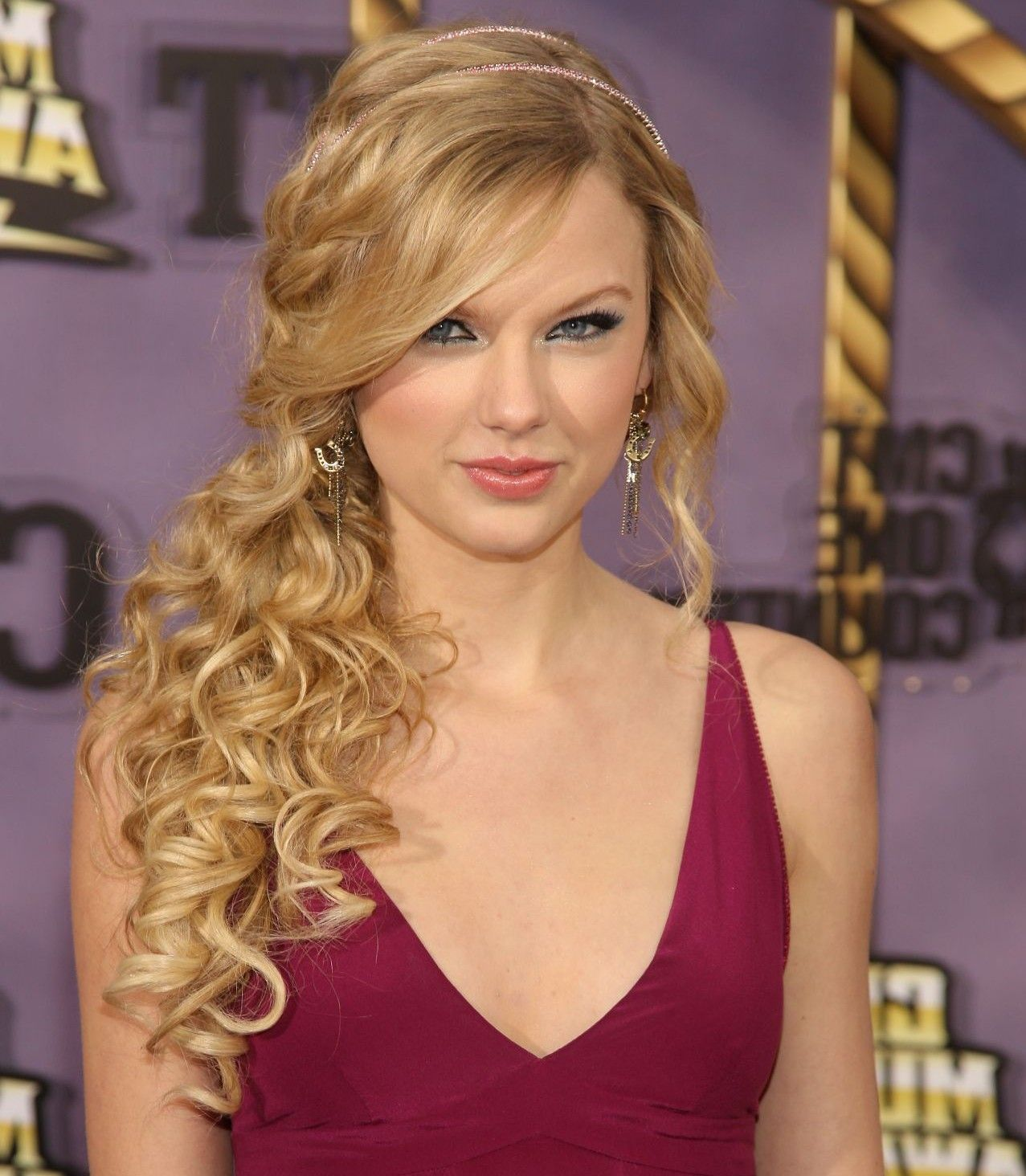 Formal Curly Ponytail Hairstyles Google Search Wedding Hair