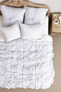 Rosette Quilt - anthropologie.com | dorm-spiration ...