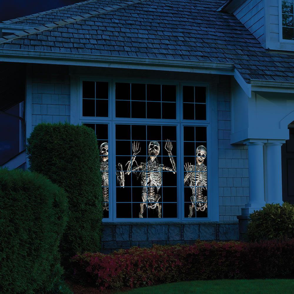 Animated Holiday Scene Projector Brings Halloween