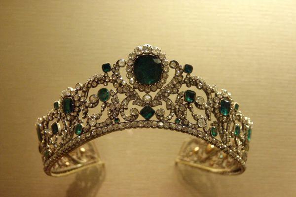Duchesse ' Angouleme Emerald And Diamond Tiara Louvre Museum Adornment - Emeralds