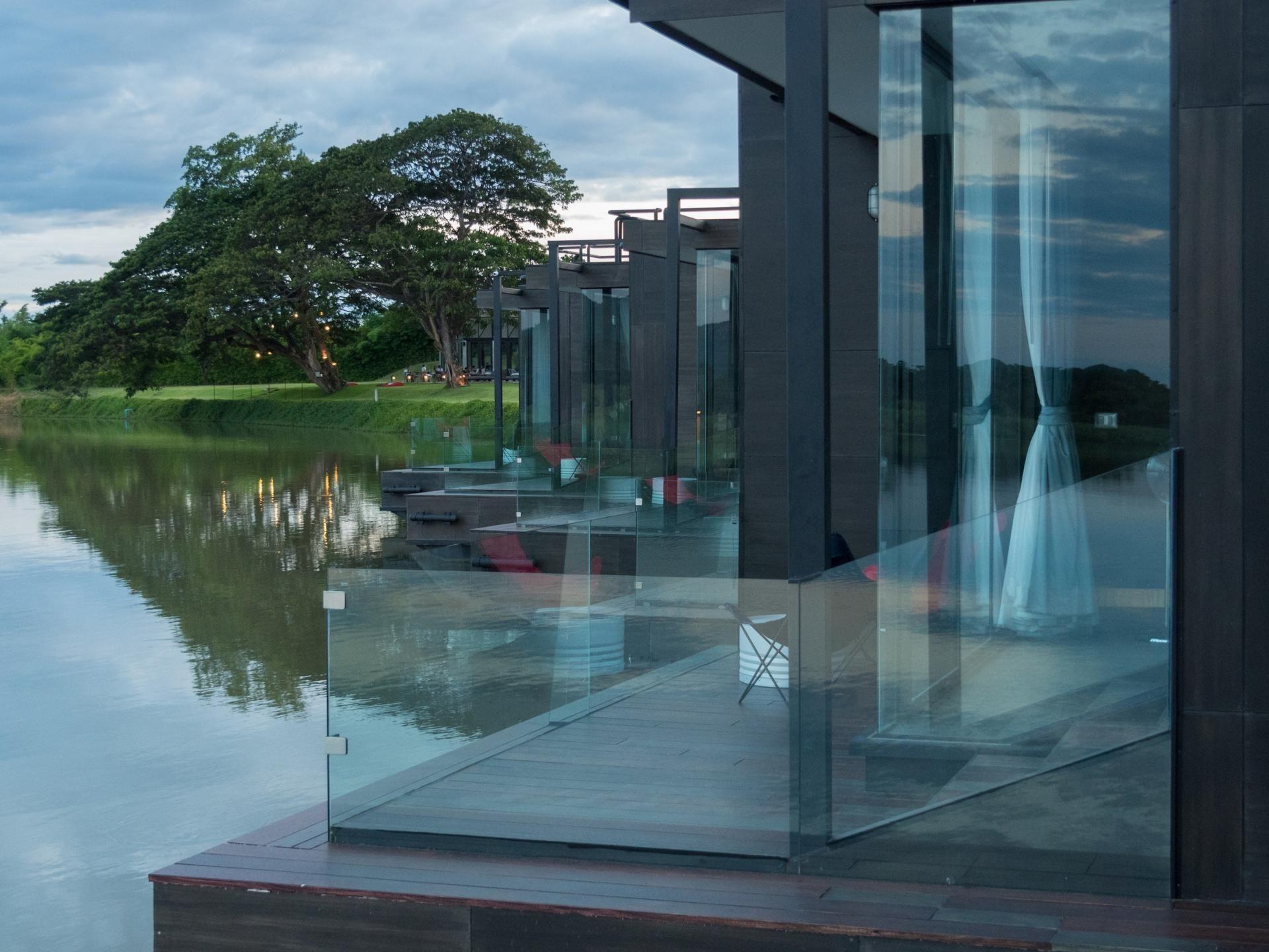 Floating Watervilla Weesperzijde In Amstel River
