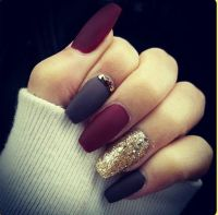 I dont typically like long or pointy nails, but WOW ...