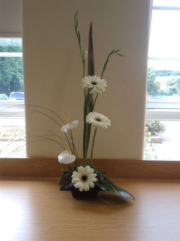 Linear Design Floral Arrangement Form