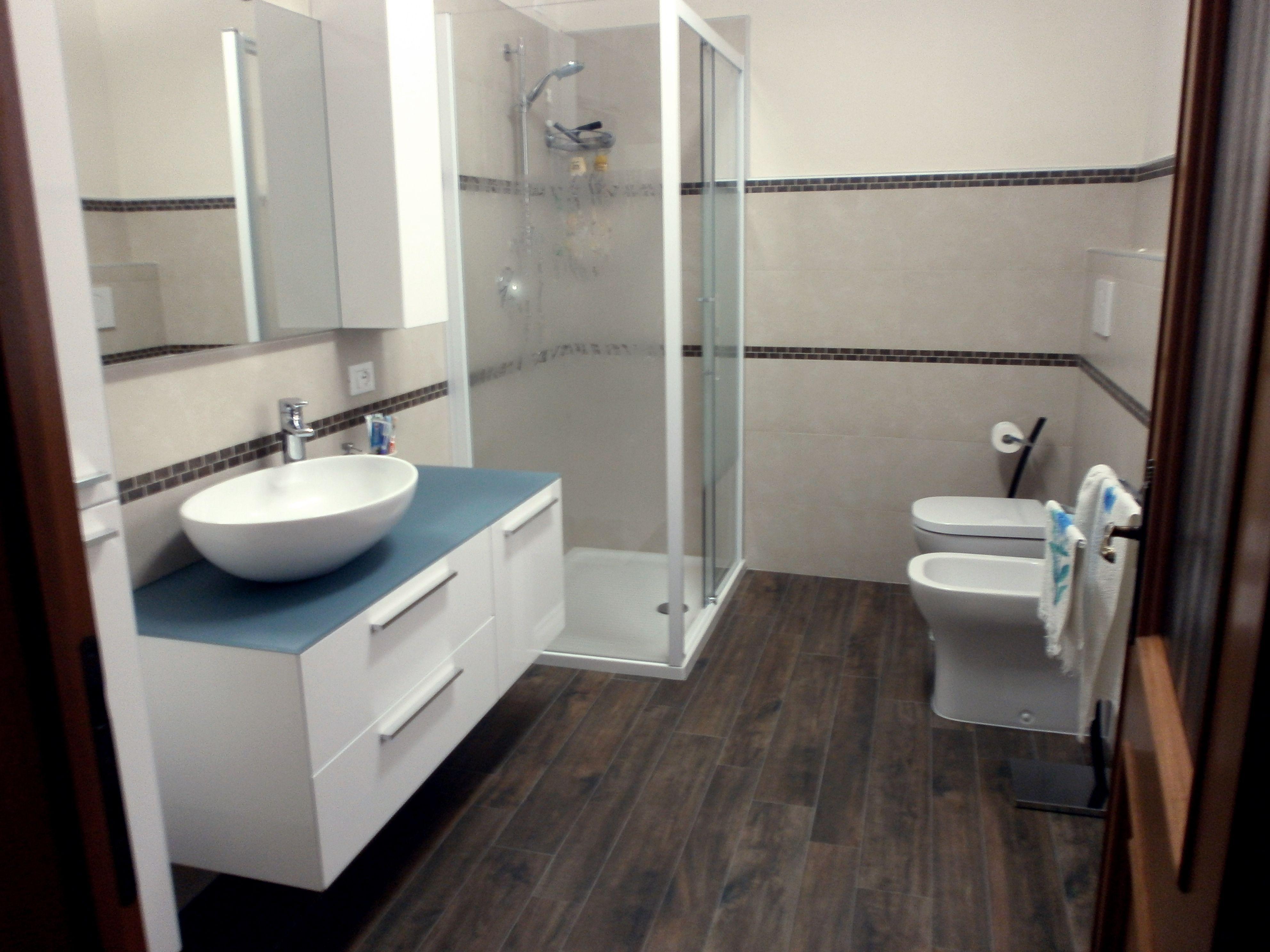Rivestimento bagno con mosaico effetto mattone  Bathroom wall mosaic with brick effect