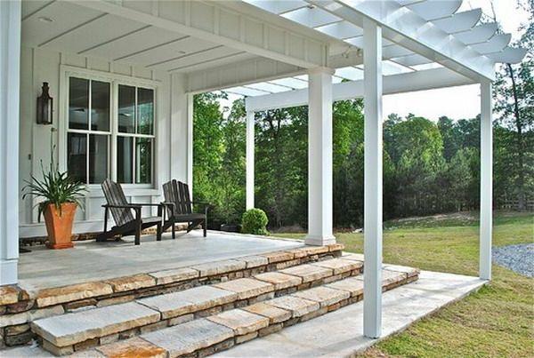 Terrassenüberdachung Holz Weiß Pflanze Stühle Treppen Garten