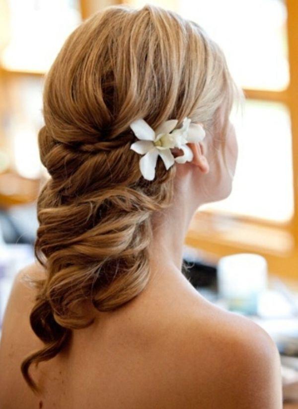 Hochzeitsfrisuren Mittellanges Haar Weiße Blume Hochzeit Frisur