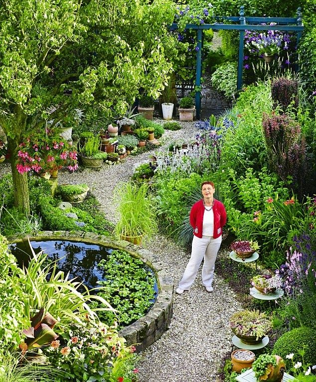 Long Narrow Gardens Are Notoriously Difficult To Design But