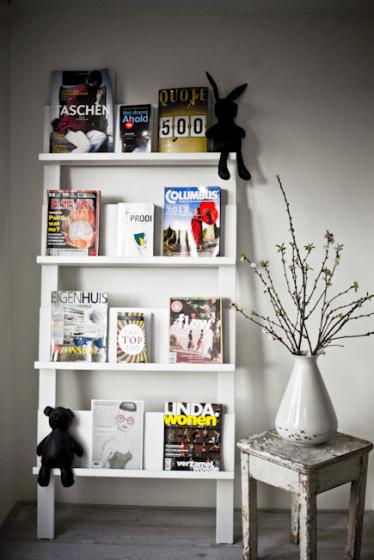Rek met daarin de verschillende tijdschriften van NSMBL