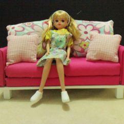 Fuschia Sofa Big Polster Licca Sitting On A 1 Scale Pink Chan