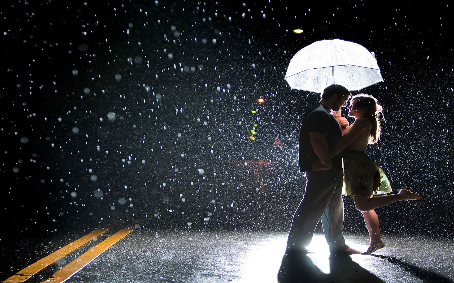 Rainy Day Girl Live Wallpaper Download Joy Of Couple On A Rainy Street Romantic Amp Sad Couple