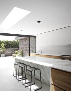 Island with wood and marble combo daylight entering the kitchen inside dale house by robson rak architects also pin majid khoury on architecture  design pinterest rh