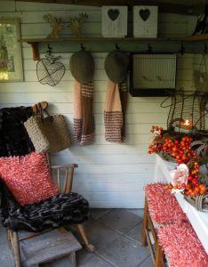 Garden house in fall decoration also cottage  koekeloeren rh pinterest