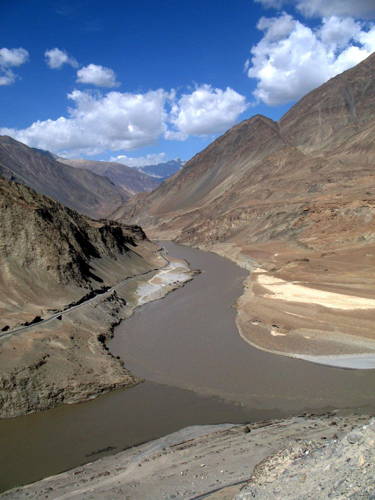 Confluence Of The Zanskar Amp Indus Rivers In Ladakh India