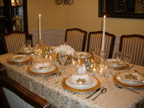 Gold and Silver Christmas Table Setting