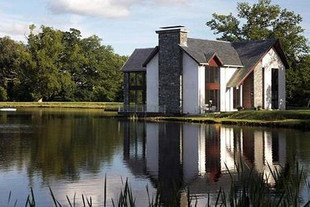 This Scottish House Sits Right On The Edge Of Loch Lomond So You