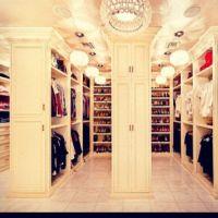 every girls fantasy... HUGE walk in closet! | Garderobe ...