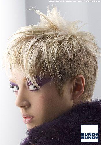 Lässig In Die Stirn Gestylter Kurzhaarschnitt Frauen Frisuren