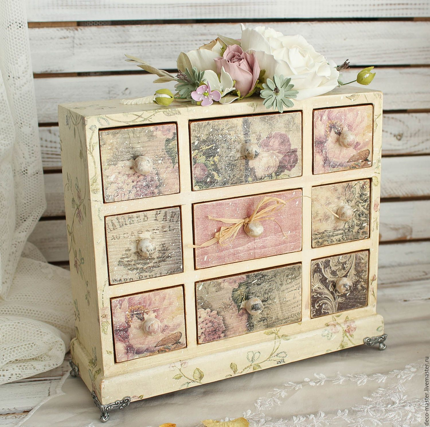 Decoupage Con Servilletas En Muebles Small Cabinet With Decoupage Drawers Painted Furniture