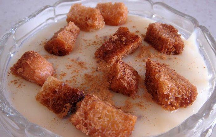 foto de gachas dulces con tostones