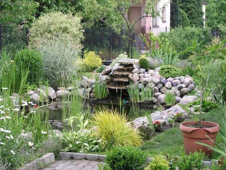 gartenteich mit wasserlauf | sichtschutz, Gartenarbeit ideen