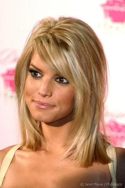 Jessica Simpson In Flattering Medium Blunt Hair With Highlights