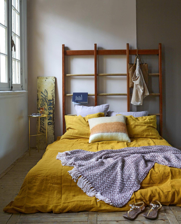 Bohemian slaapkamer met geel dekbedovertrek  bohemian