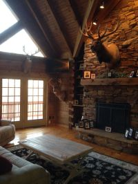 Rustic living room. Hunting trophies. Elk mount. Log cabin ...