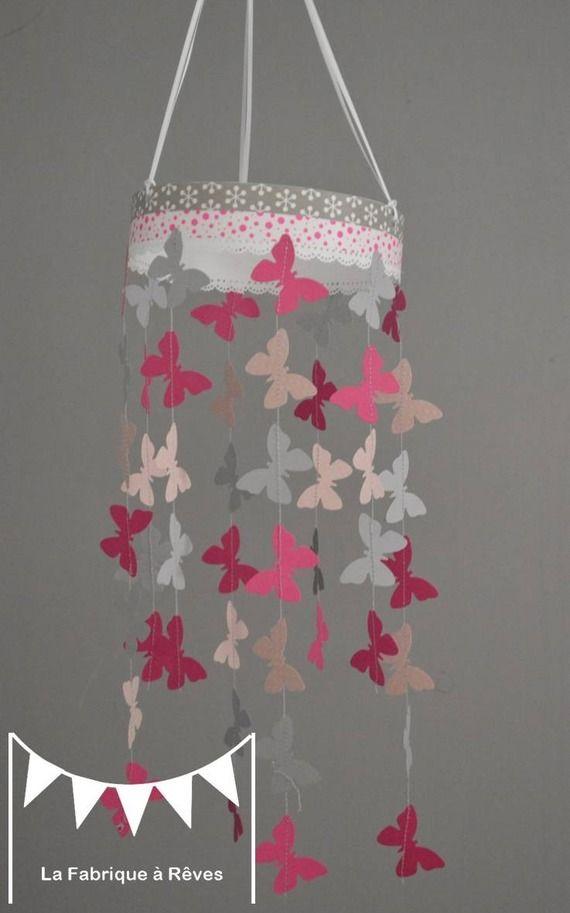 Mobile suspension papillons rose poudr gris et rose fuchsia  dcoration chambre bb enfant