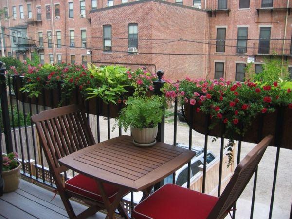kleiner balkon gestalten metall gelander pflanzen kasten - boisholz, Gartengerate ideen