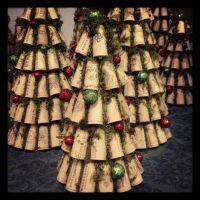 Wine cork Christmas trees. www.facebook.com/recorkedllc ...