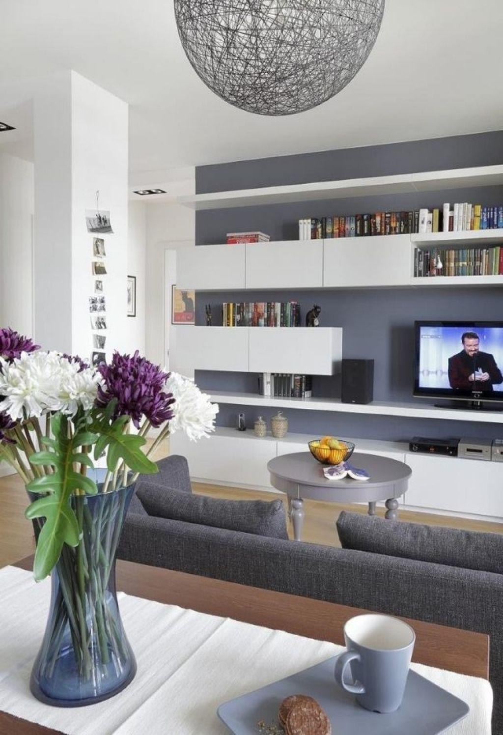 Ideen Wohnzimmer Streichen Graue Wandfarbe Wei E Regale Modern ... Wohnzimmer Streichen Grau Ideen