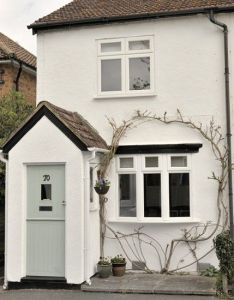 Cute cottage with painted front door vintage housetohome also best porch images on pinterest rh uk