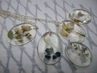 Epoxy resin pendants with pressed flowers.   Ink, Paint ...