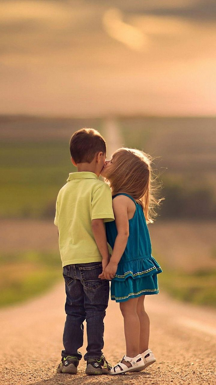 Small Cute Baby Kissing Wallpaper Love Kiss Hd Wallpapers For Mobile Wallpaperscharlie