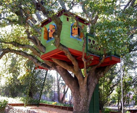 Stunning Artistic Tree Houses To Live In Green Color Design Ideas