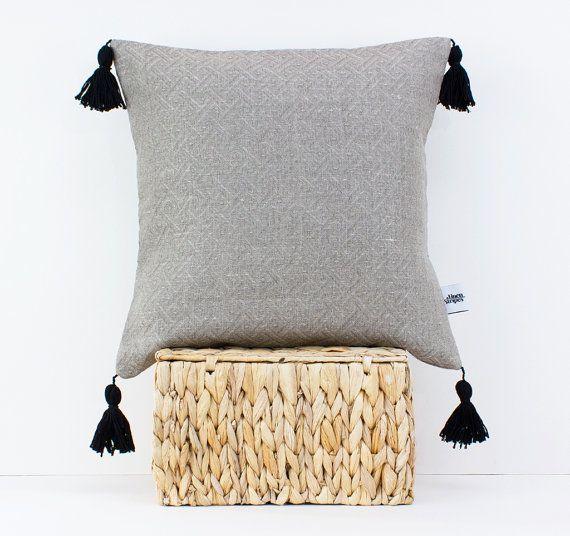Linen pillow with tassels