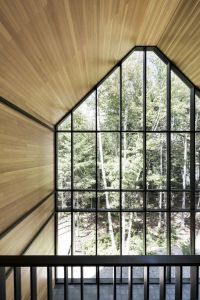 Full-wall window on the gable of Les Marais | Ski Lodge ...
