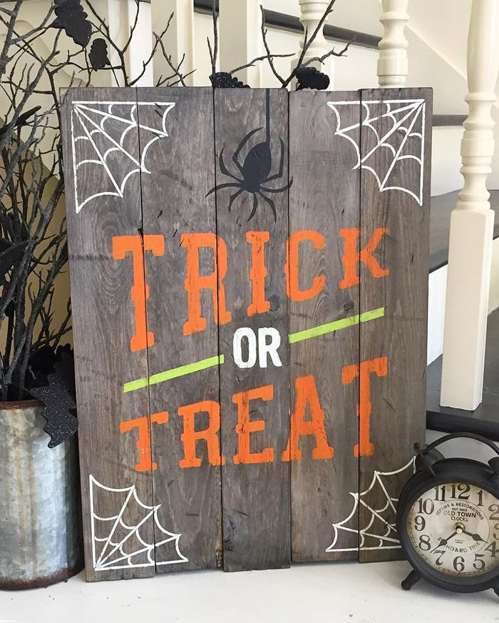 Halloween Trick or Treat Sign custom with your own stain and paint colors to personalize for your home decor. Would be adorable on