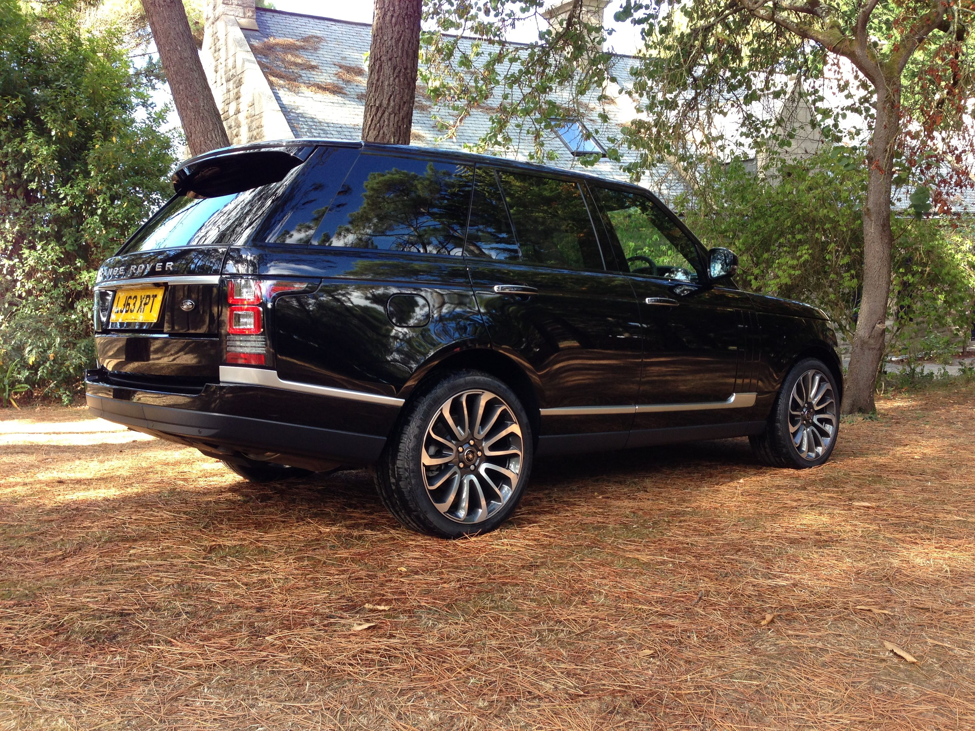 Range Rover Vogue SE available for rental in Cote d Azur and