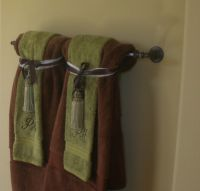 Hanging bathroom towels decoratively | Bathroom ...
