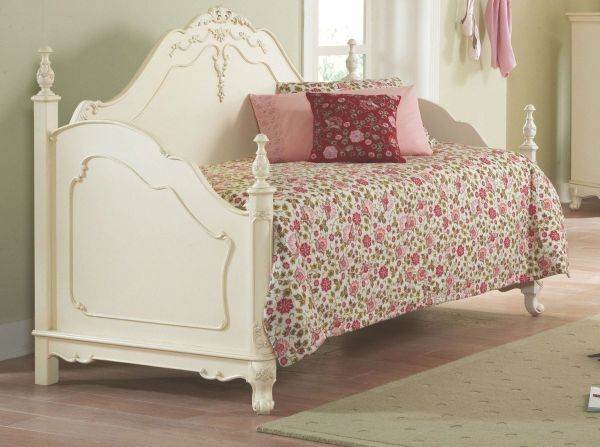 Bedroom. Curved White Wooden Daybed With Pink Floral