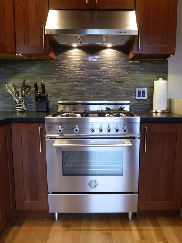 Kitchen Gas Ranges and Hoods
