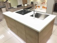 Modern kitchen island with hob, sink and breakfast bar ...