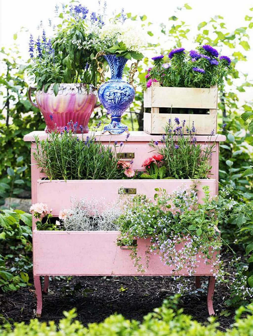 Top 15 Beautiful Ways To Recycle Your Old Furniture Into A