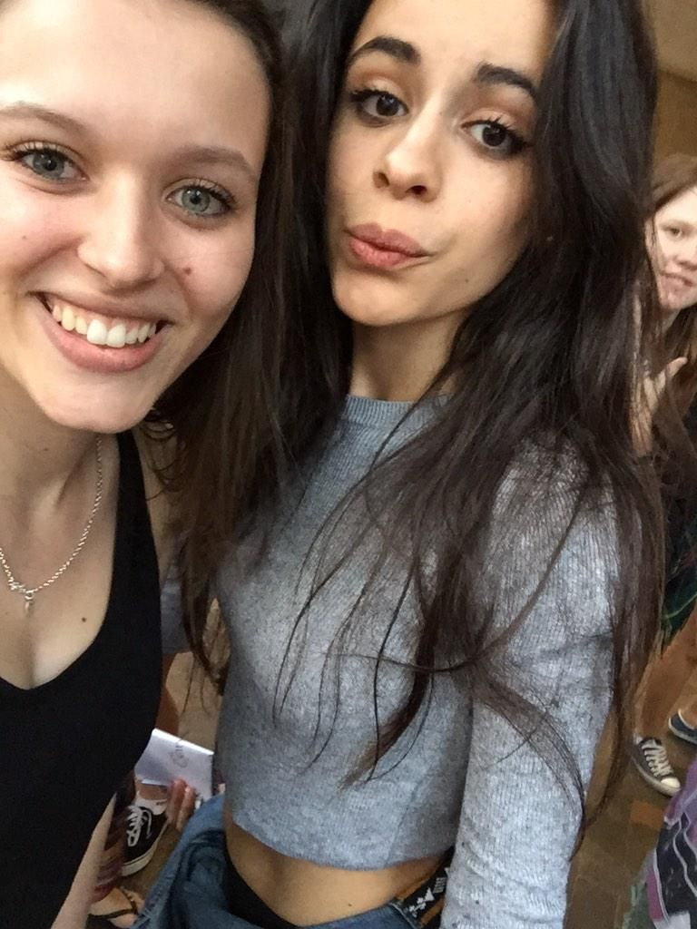 Camila Fans Kissing Cabello