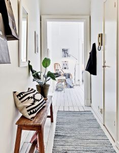 Deco entree idees tendance also bench walls and interiors rh pinterest