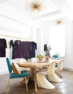 Around  meeting table both  ca href   http also fashion showroom in the garment district nyc stoelen en chique rh nl pinterest
