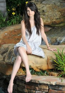 Photo Shoot Selena Gomez Barefoot