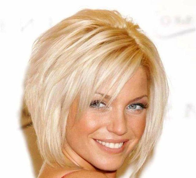 Pagenschitt Mit Seitlichem Pony Blondes Haar Frisuren